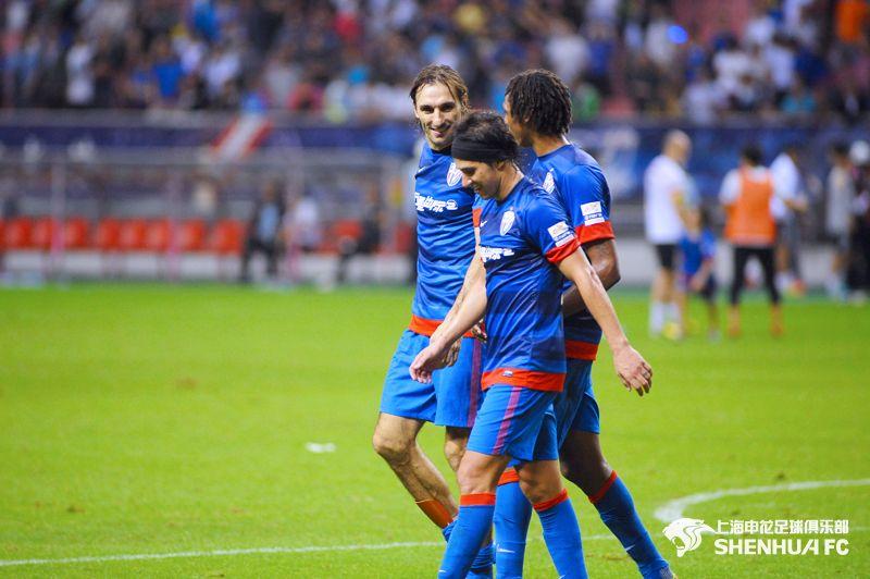 Rolando Schiavi se retiró del fútbol profesional en China
