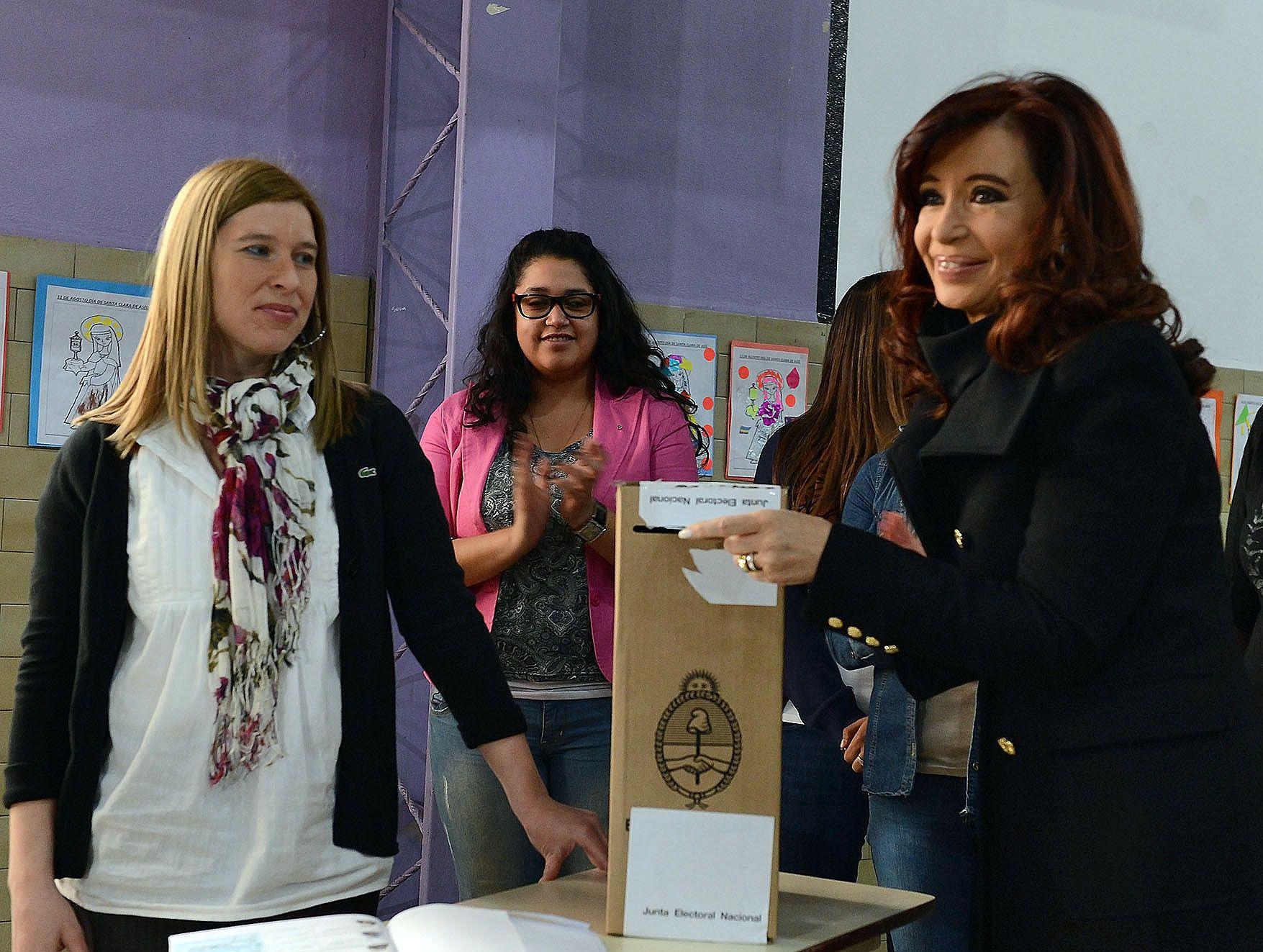 Emocionada por su nieto, Cristina votó en Río Gallegos
