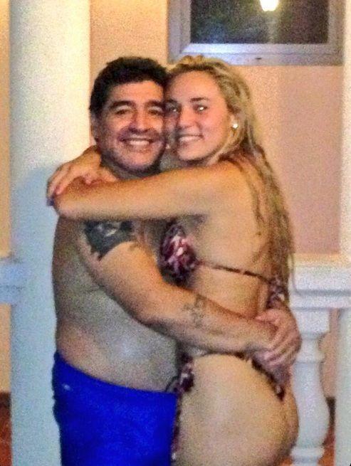 Las fotos íntimas de Maradona y su novia Rocío Oliva