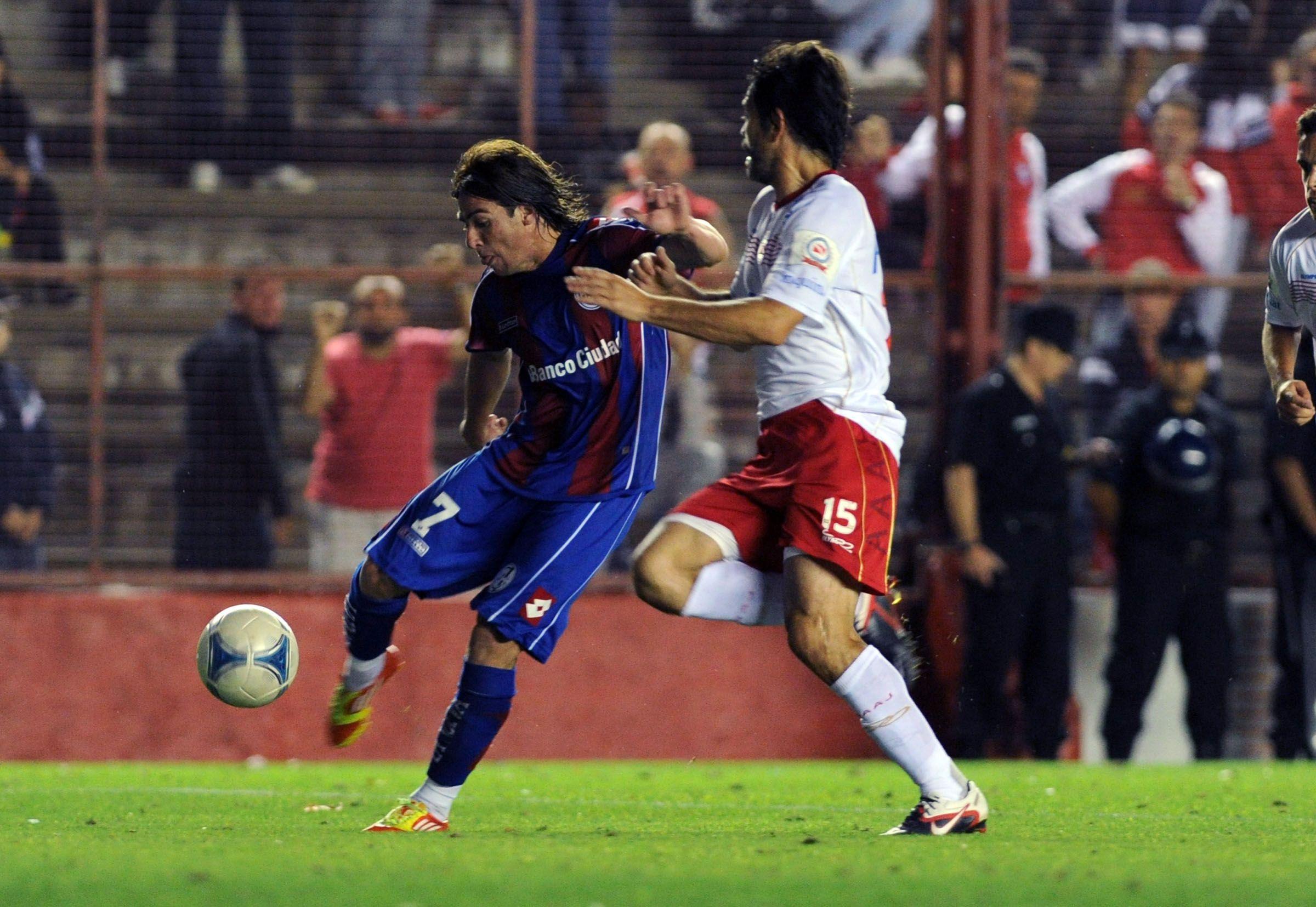 San Lorenzo recibe a Argentinos en un partido clave para el Rojo