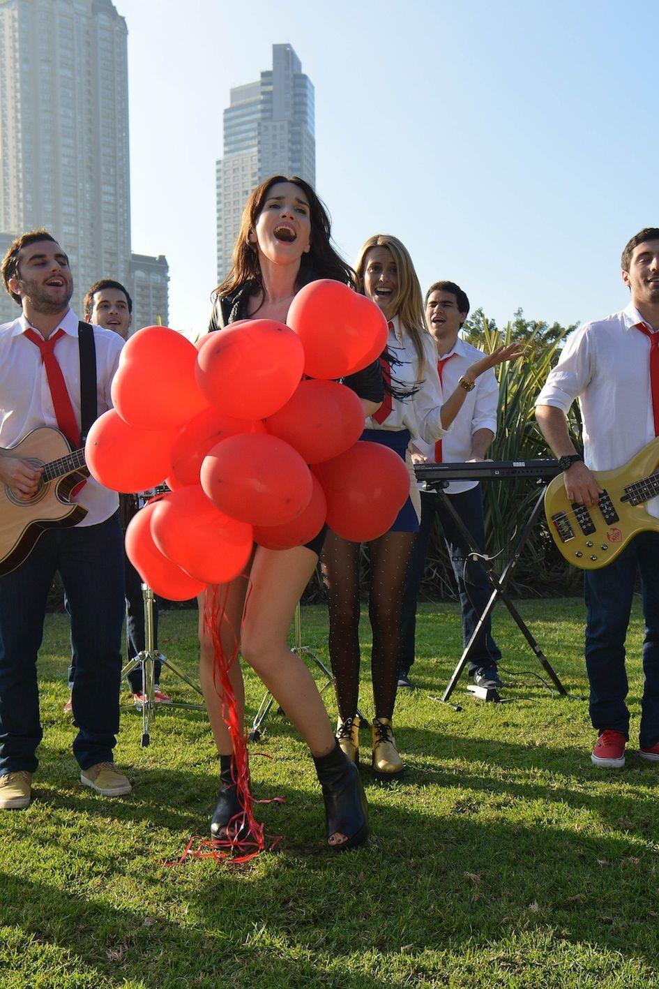 Natalia Oreiro cantó como una diosa con Agapornis