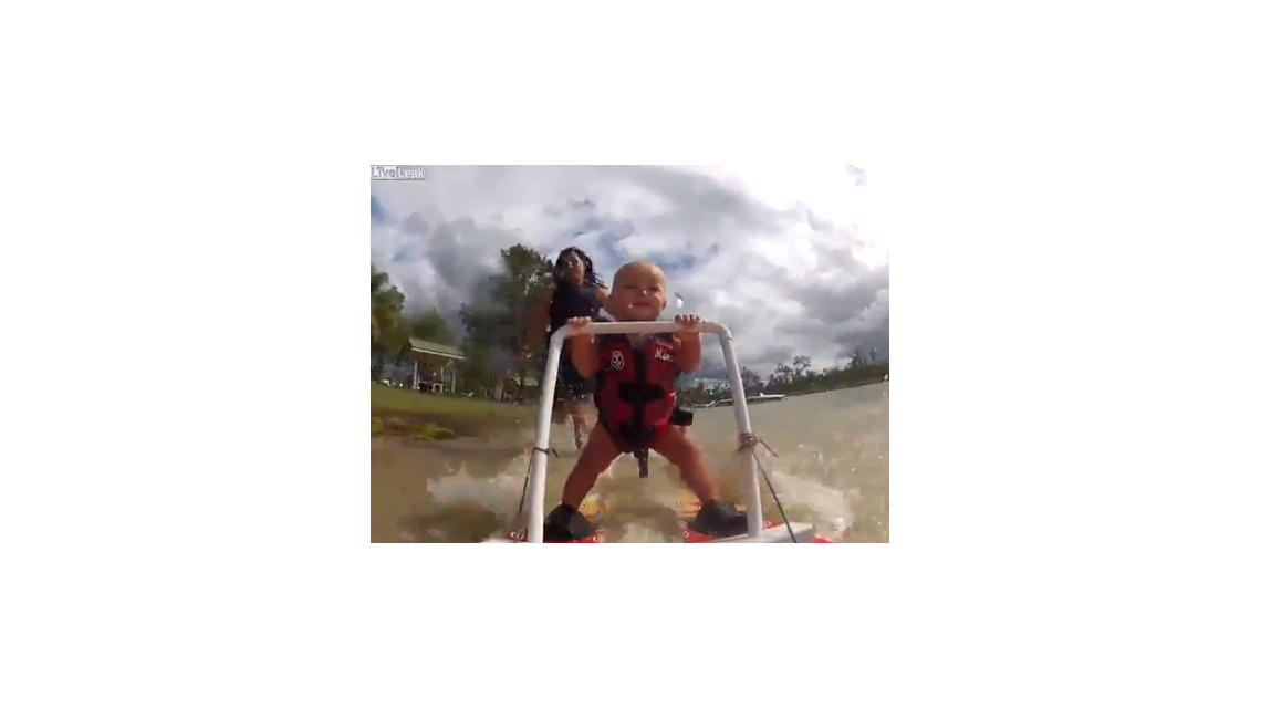 VIDEO: Un bebé que hace esquí acuático
