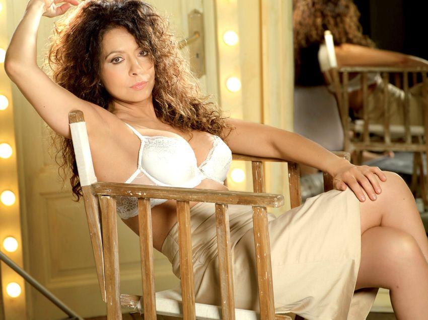 Patricia Sosa, muy sexy en una campaña de ropa interior