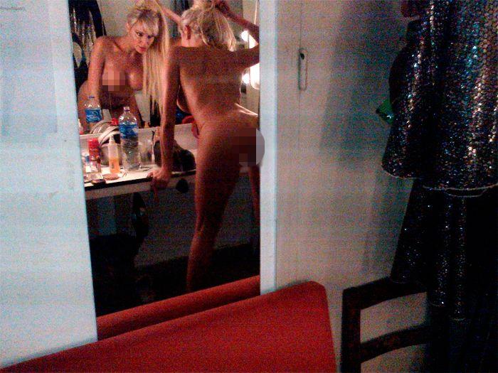 Vicky Xipolitakis, sorprendida desnuda dentro de su camarín