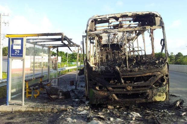 Ataques a edificios y micros aterrorizan al sur de Brasil