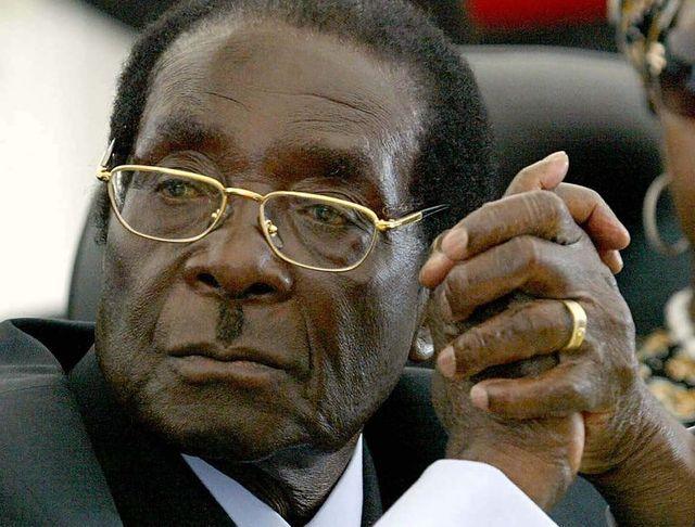 A Zimbabwe no le queda plata ni para comprarse una TV