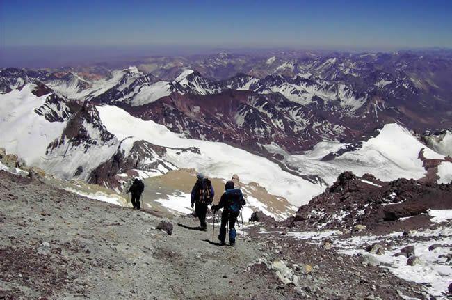 Buscan a un andinista polaco perdido en el Aconcagua