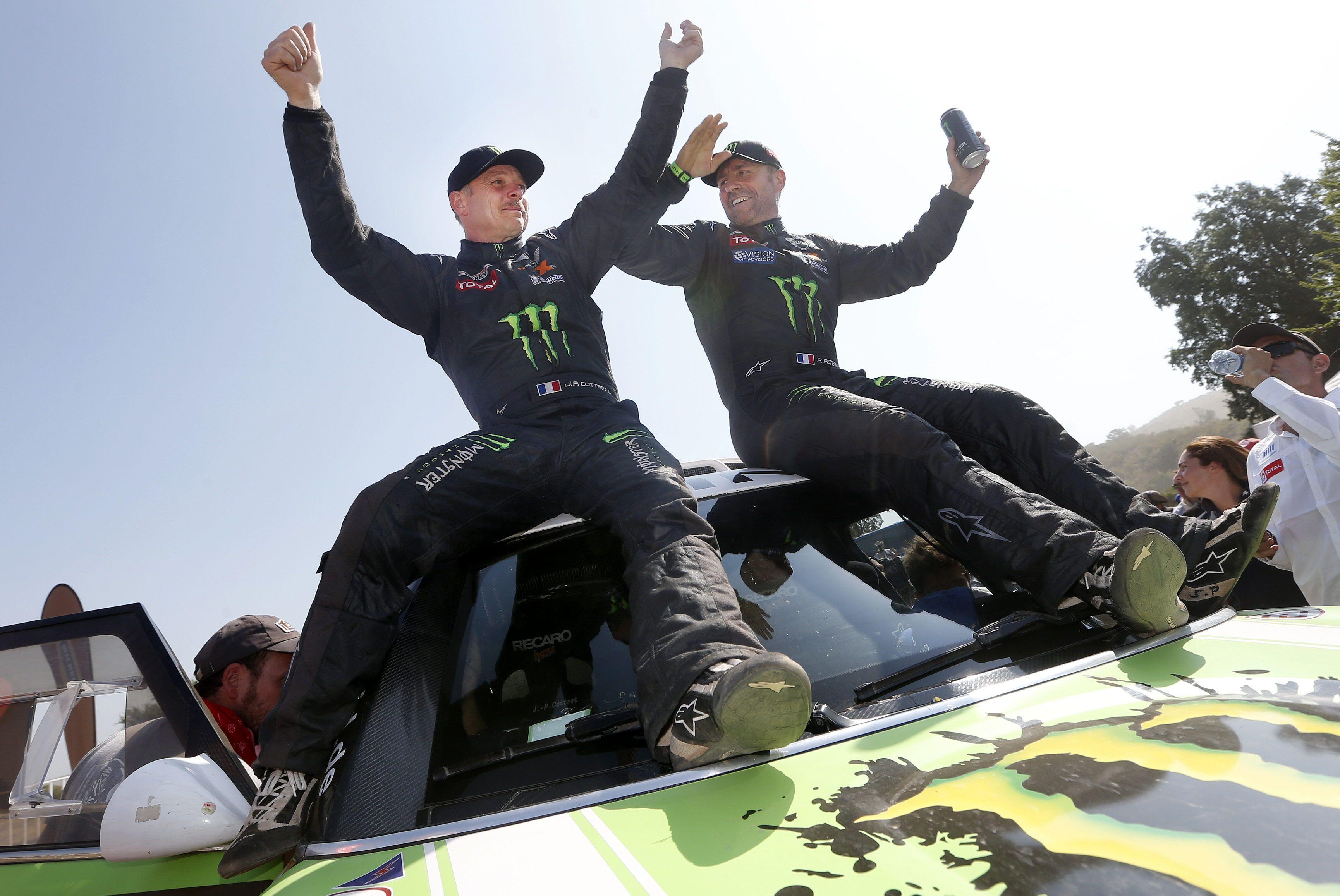 Despres y Peterhansel se coronaron en motos y autos