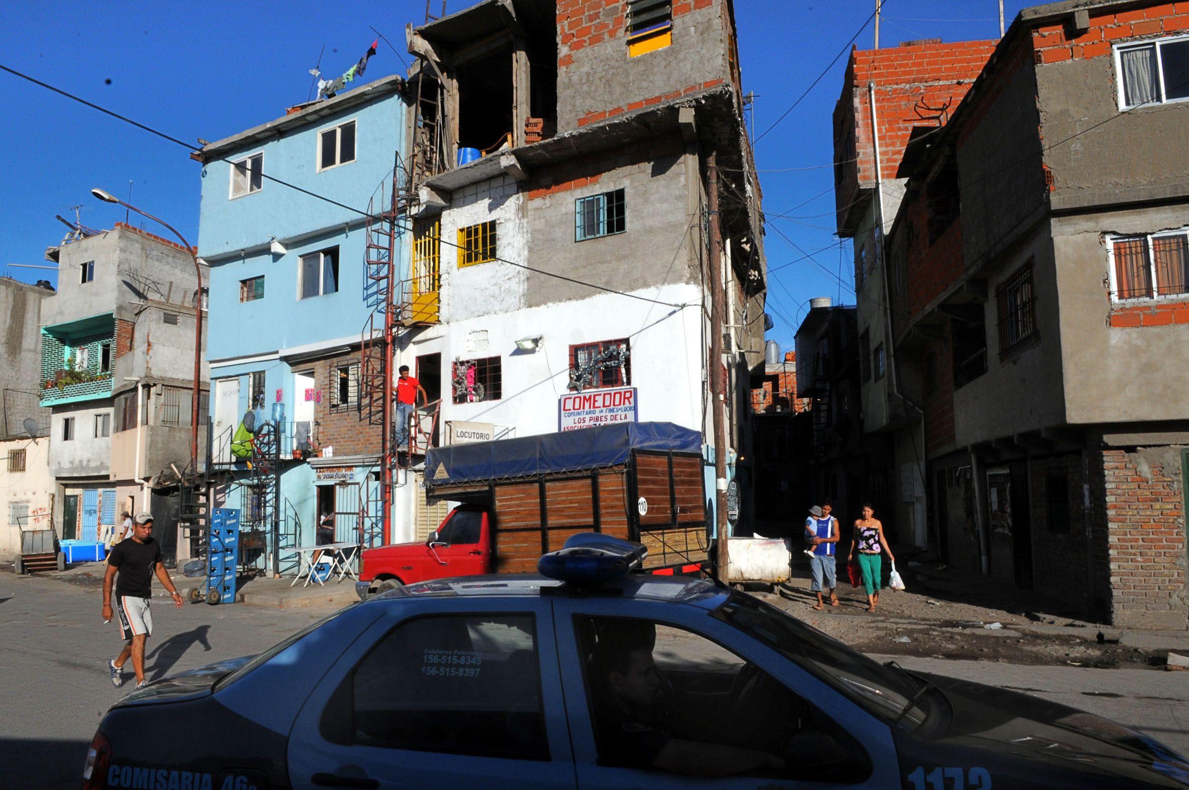 Un hombre disparó contra un boliche en la Villa 31: un muerto y dos heridos