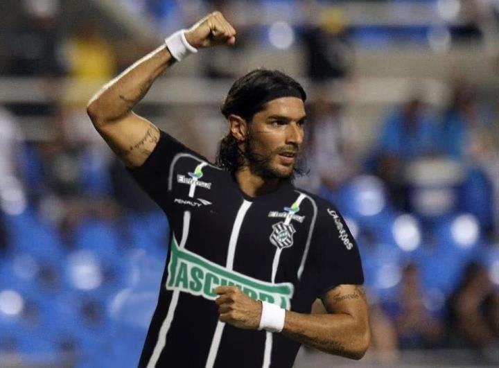 En el final de su carrera y a los 39 años, el Loco Abreu ya tiene nuevo equipo