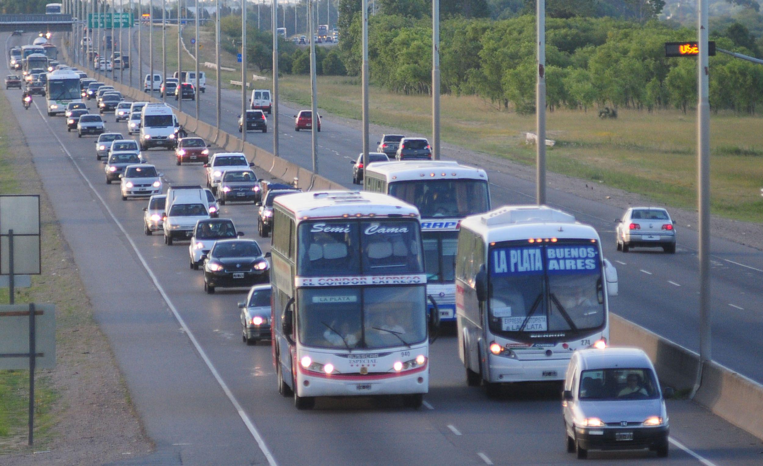 Empezó el éxodo turístico: 2.330 autos por hora camino a la Costa Atlántica