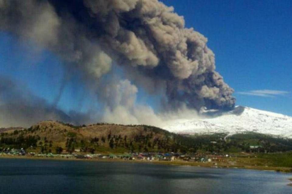 Alerta roja en Chile por la erupción del volcán Copahue