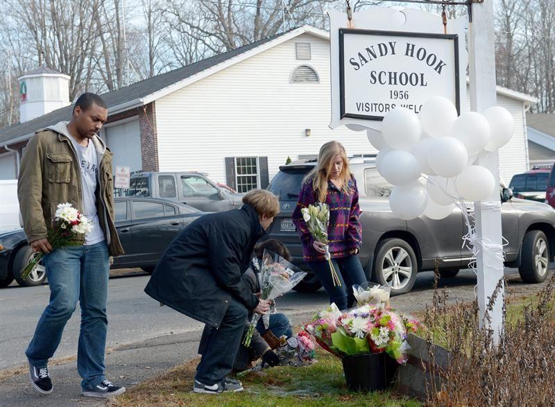 Los sobrevivientes de la escuela de Newtown vuelven a clase