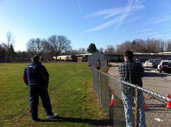 Tiroteo en una escuela de Estados Unidos: 27 muertos