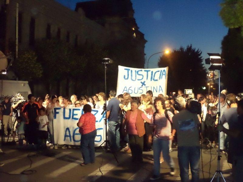 Marcha de los vecinos en reclamo de justicia. Foto Gentileza ABC Saladillo.
