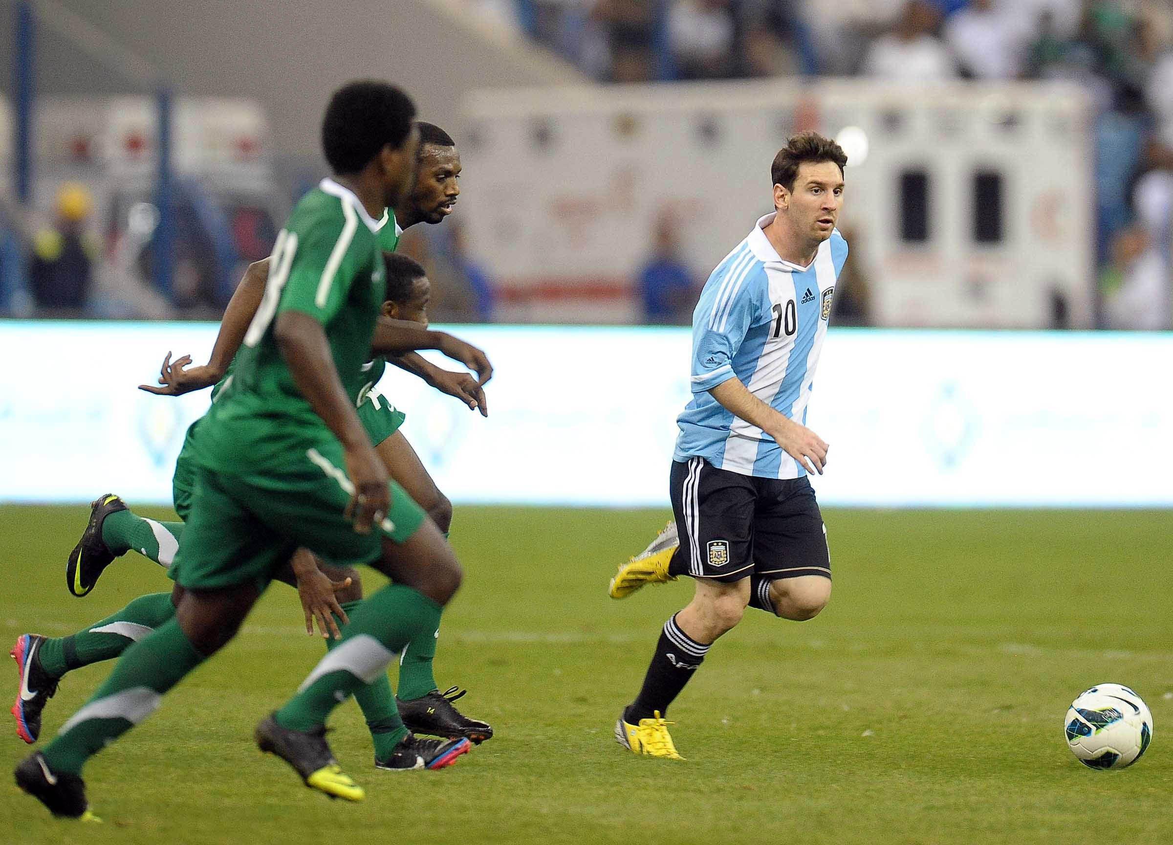 Argentina empató con Arabia en un encuentro que dejó poco