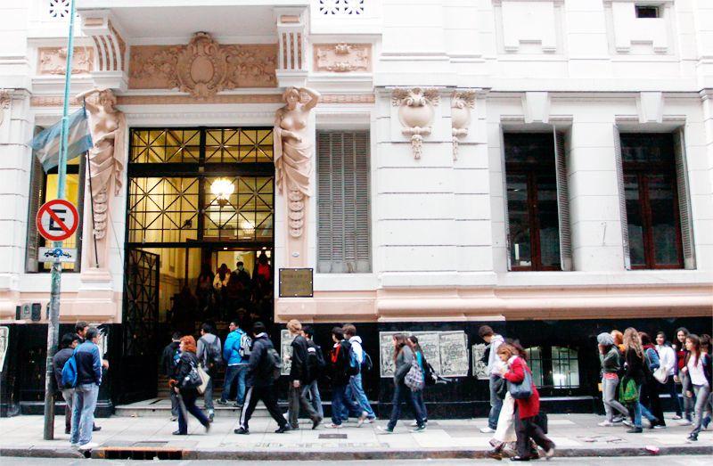 Suspenden clases en el Nacional Buenos Aires por falta de luz