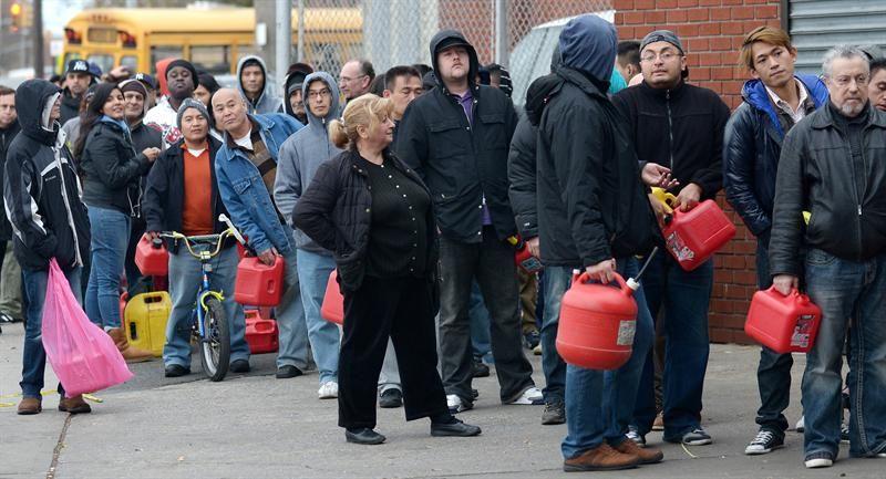 Nueva York: por falta de combustible prohíben autos con menos de tres personas