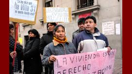 Vecinos de la villa 31 realizan un acampe frente a la Legislatura