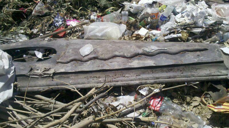 Macabro: hallan un féretro con restos humanos en un basural