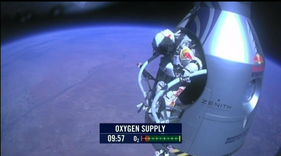 Baumgartner saltó desde más de 39.000 metros de la Tierra y rompió la barrera del sonido