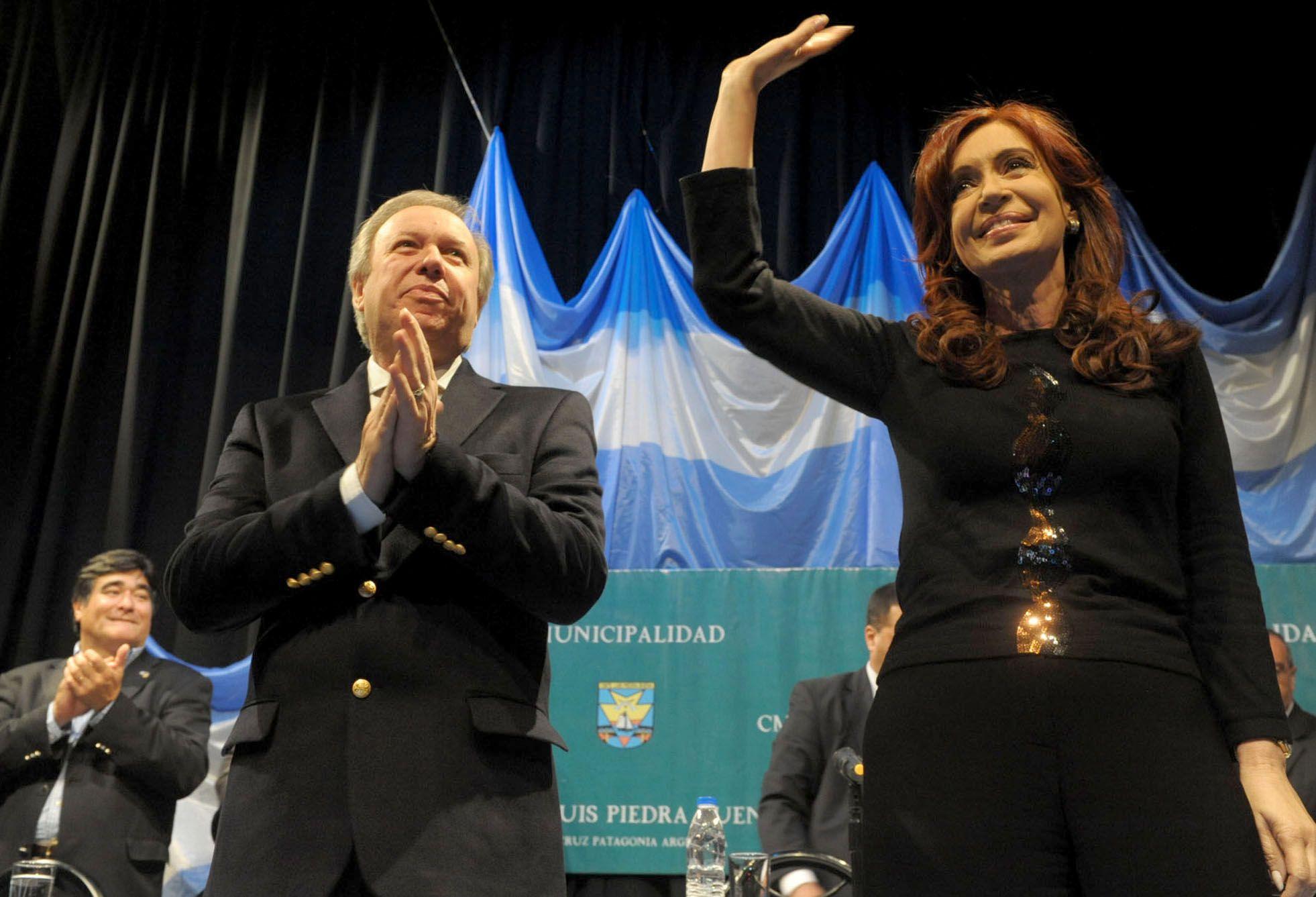 Santa Cruz: asume el nuevo gabinete del gobernador Daniel Peralta