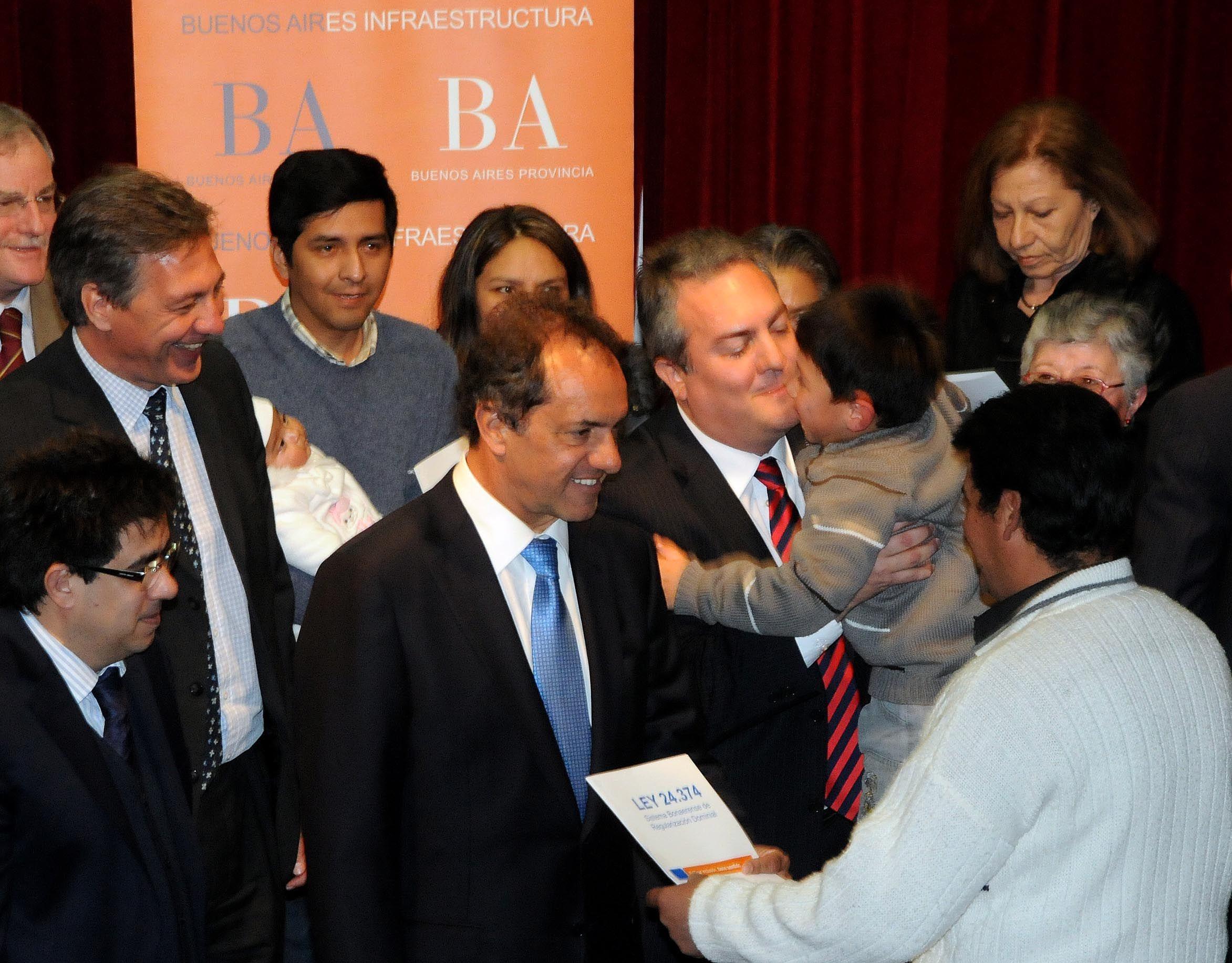 Scioli pidió reforzar la lucha por el desarme en la Provincia