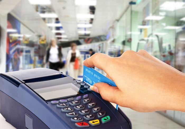 Tarjetas: cobrarán una tasa de 15% a compras en el exterior