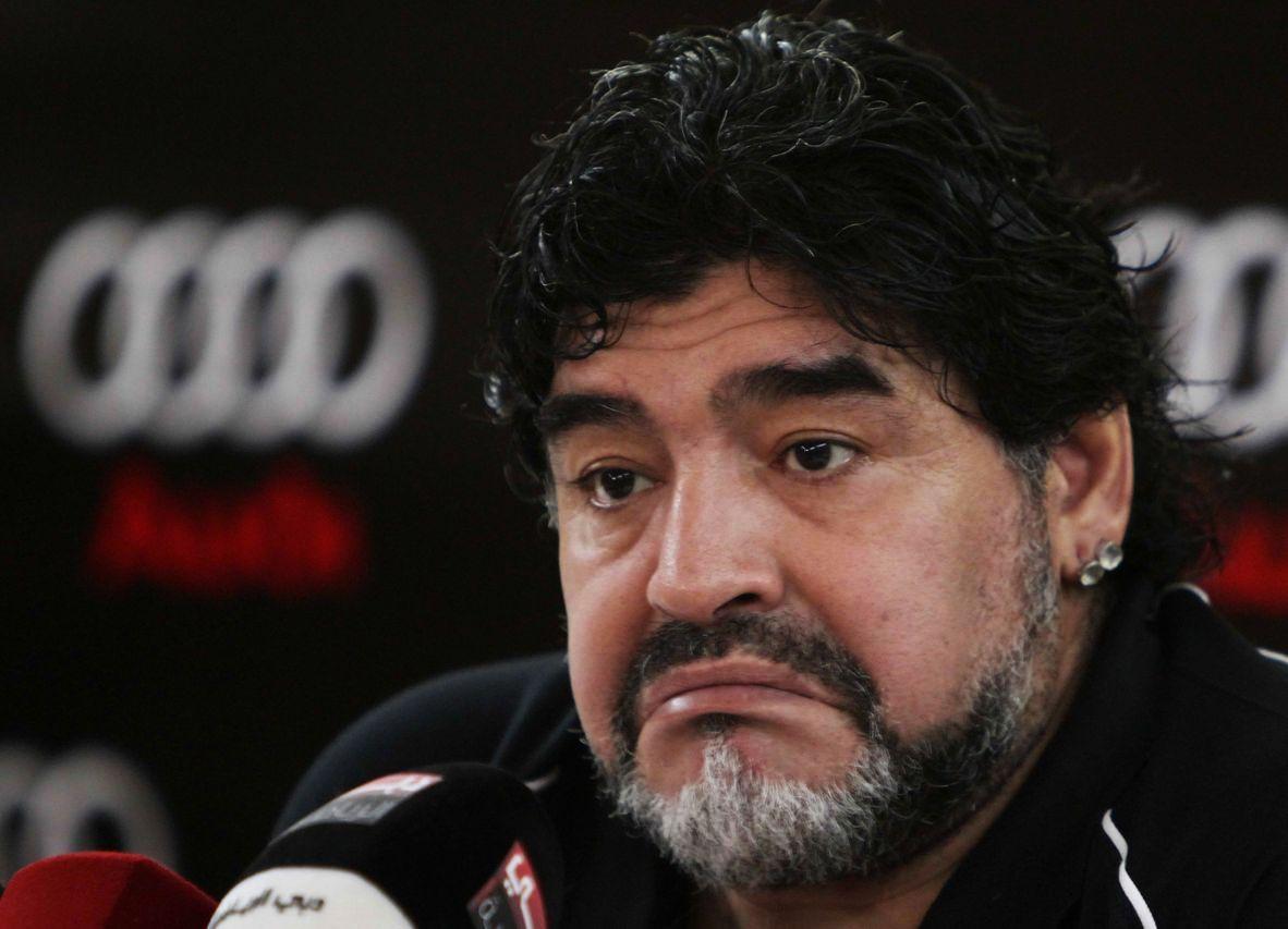 Maradona se debate entre dirigir en China o en Tristán Suárez