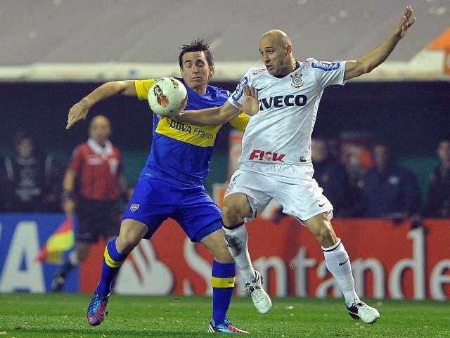 Corinthians sacó un valioso empate ante Boca y define en Brasil