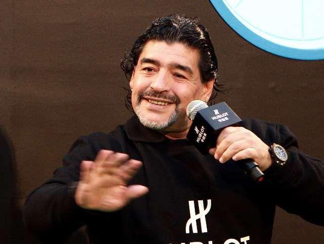 ¿Se vuelve a poner el buzo? Maradona, cerca del Montpellier