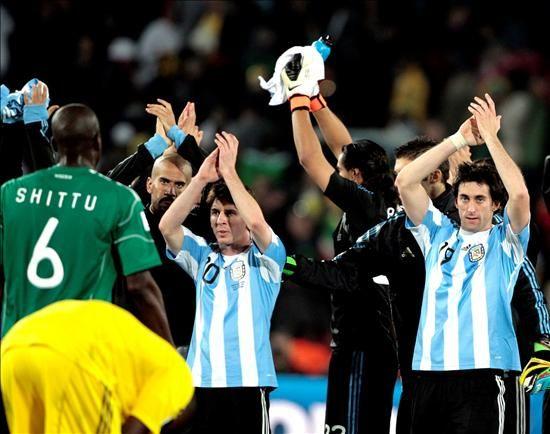 ¿Cuál es el historial mundialista de Argentina contra los rivales del Grupo F?