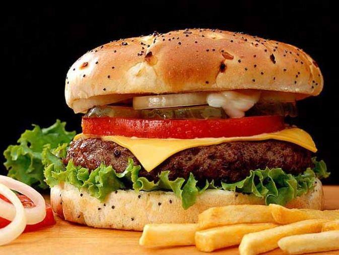 Exigen a casa de comida rápidas a que no esconda su menú económico