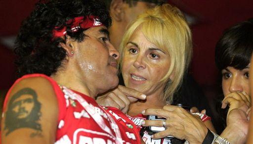 Quién es Claudia Villafañe, la incondicional de Maradona