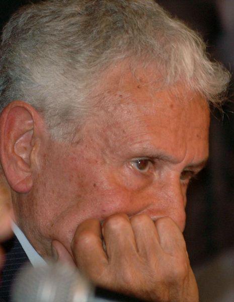 Miguel Osvaldo Etchecolatz, esta alojado en el Campo de Mayo