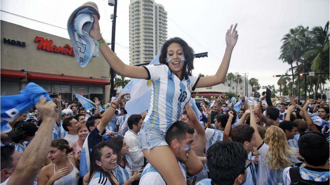 Argentinos en Miami celebrando en el último Mundial