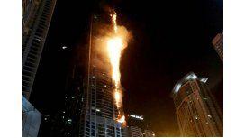 Incendio en The Torch de Dubái