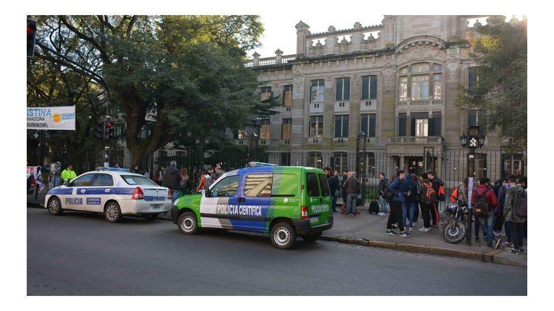 Murió la chica que se pegó un tiro en un aula del Colegio Nacional de La Plata
