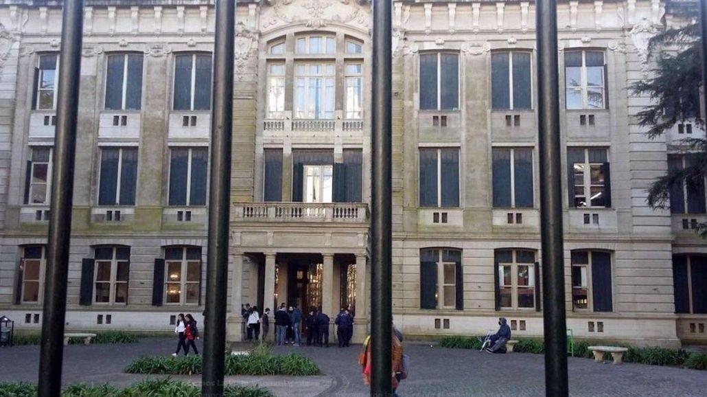 El colegio donde sucedió el intento de suicidio en La Plata
