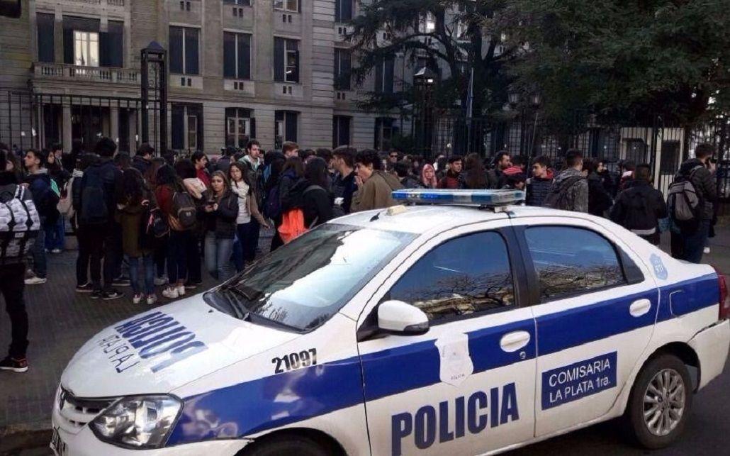 Una alumna se disparó en la cabeza en el Colegio Nacional de La Plata