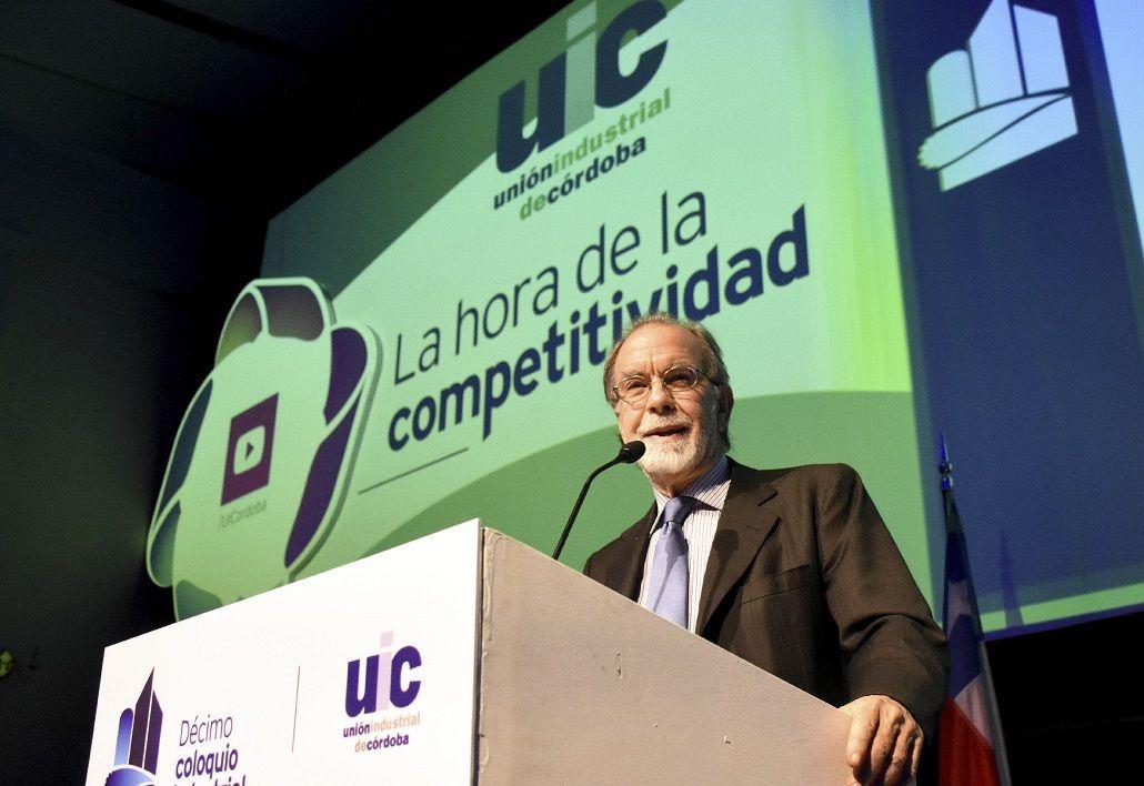 González Fraga: No se puede cobrar más por dormir que por trabajar