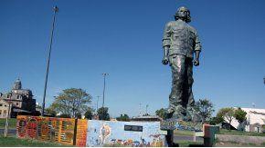 Una ONG busca remover la estatua del Che Guevara