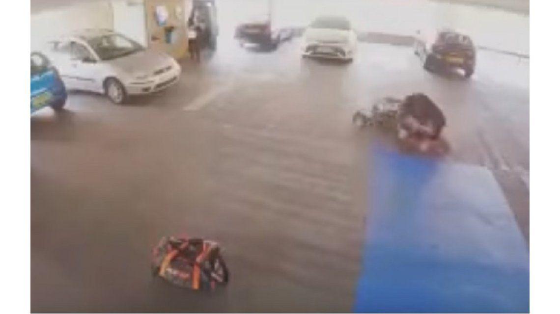 Quiso robar un auto y le dieron una paliza