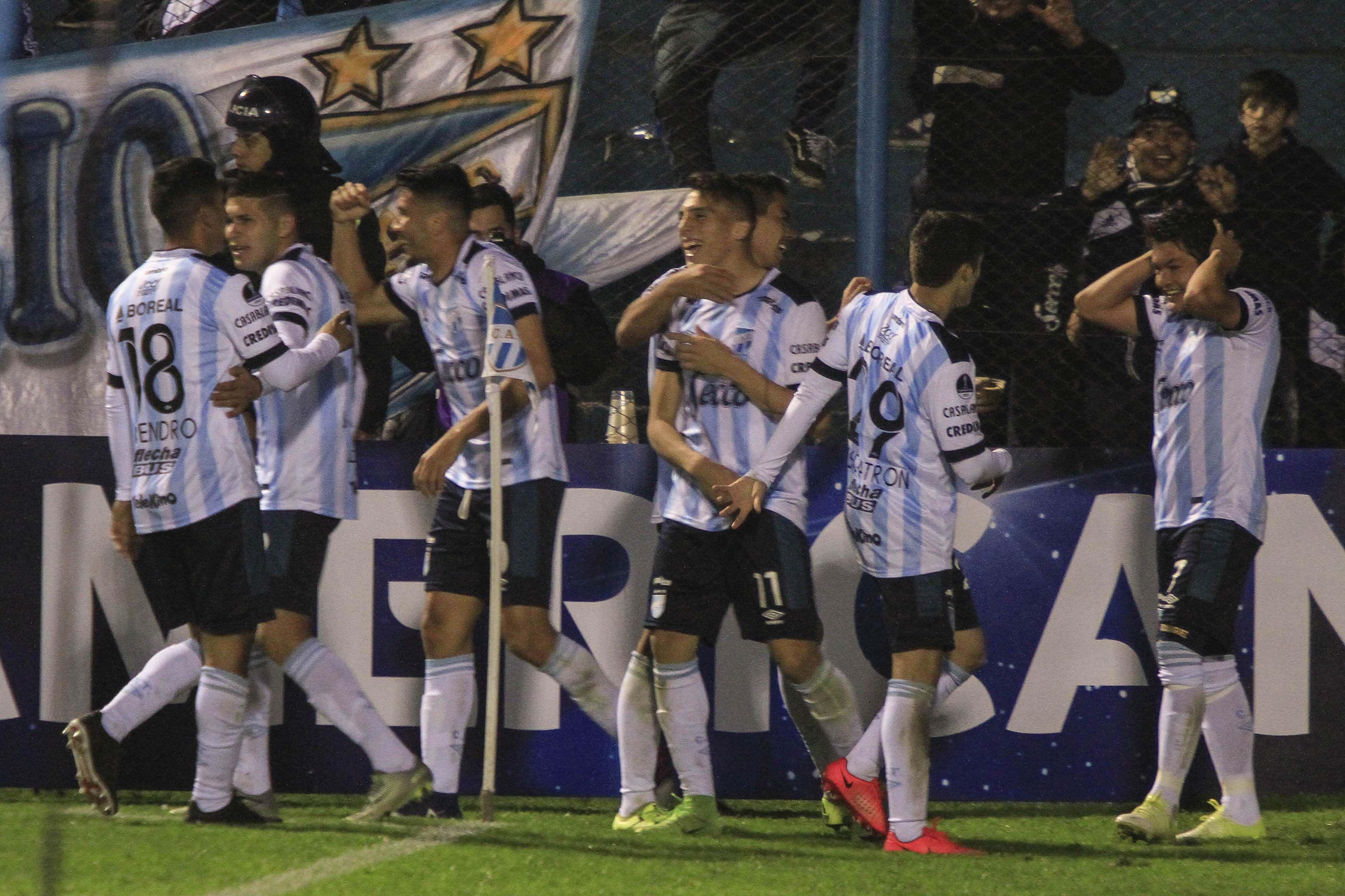 El festejo del segundo gol del Pulga Rodríguez