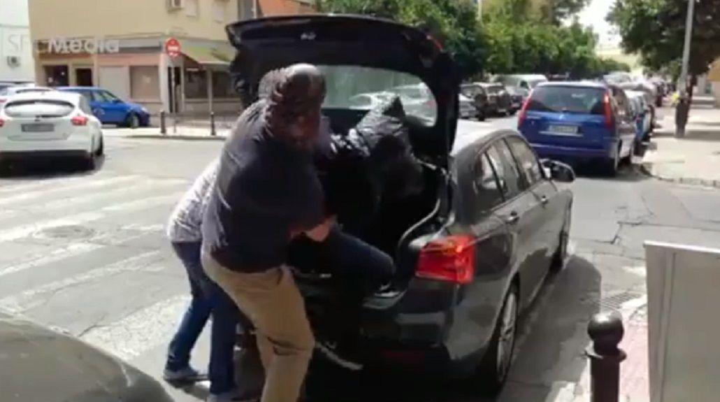 En la grabación se finge un secuestro a Navas