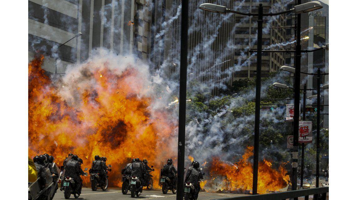 Una explosión en medio de varios policías motorizados este domingo 30 de julio de 2017