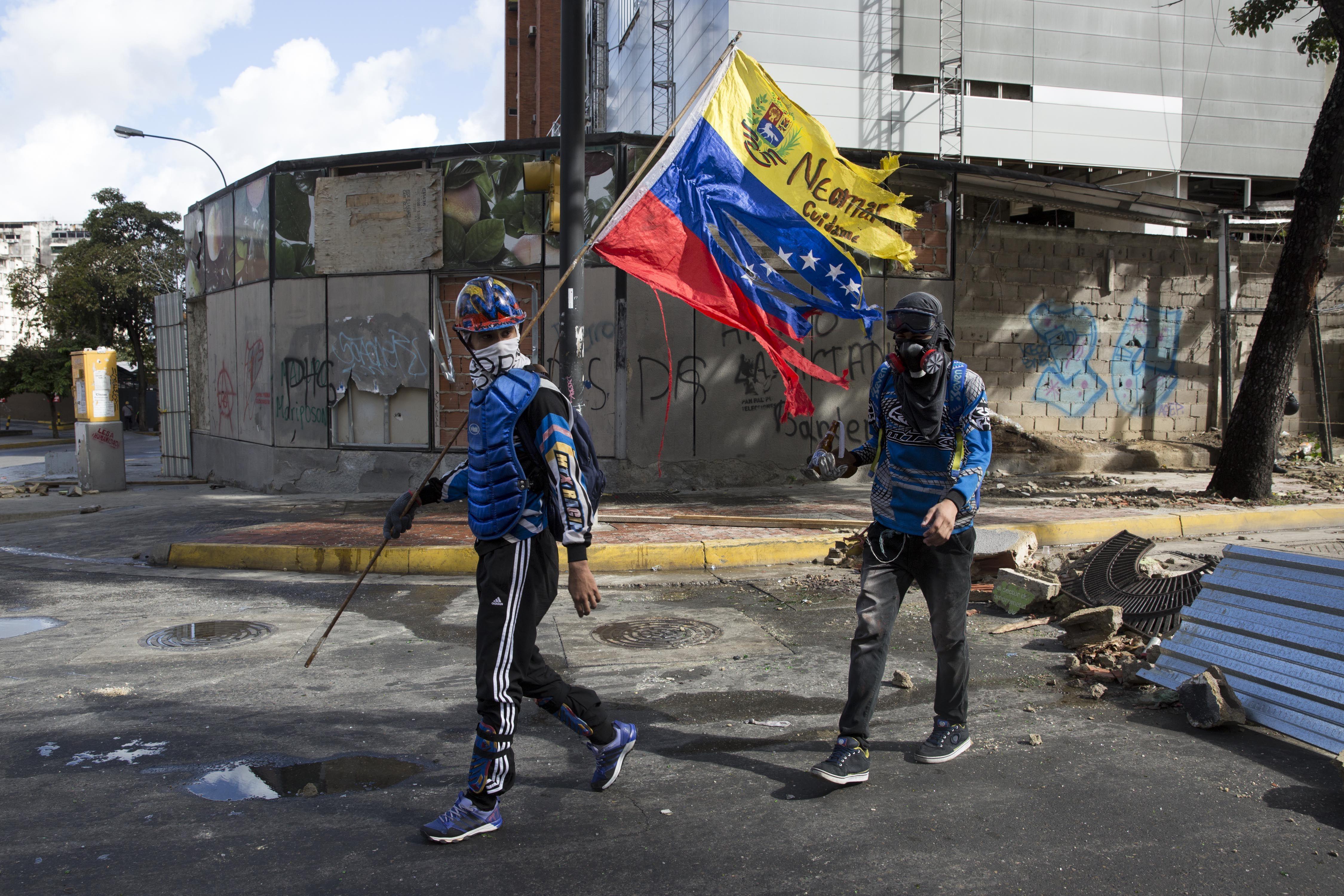 Imagen de los enfrentamientos entre manifestantes opositores y la Guardia Nacional Bolivariana