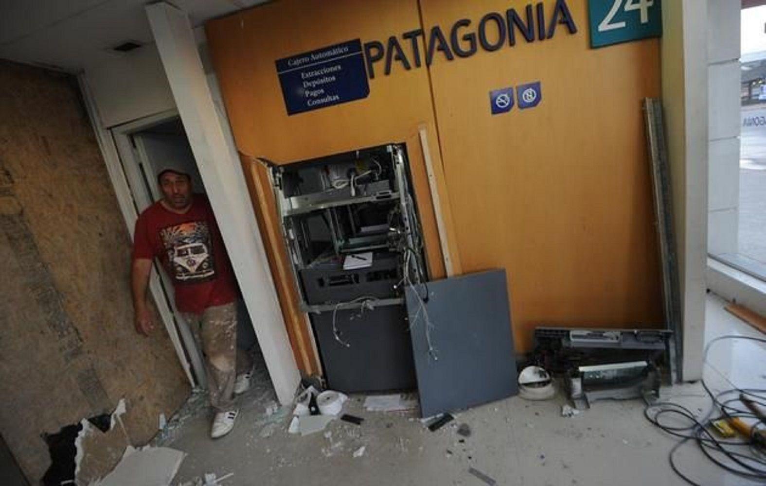 La Plata: delincuentes intentaron robar un cajero haciéndolo explotar con gas. Foto gentileza El Día