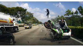 Grave accidente de moto en Singapur