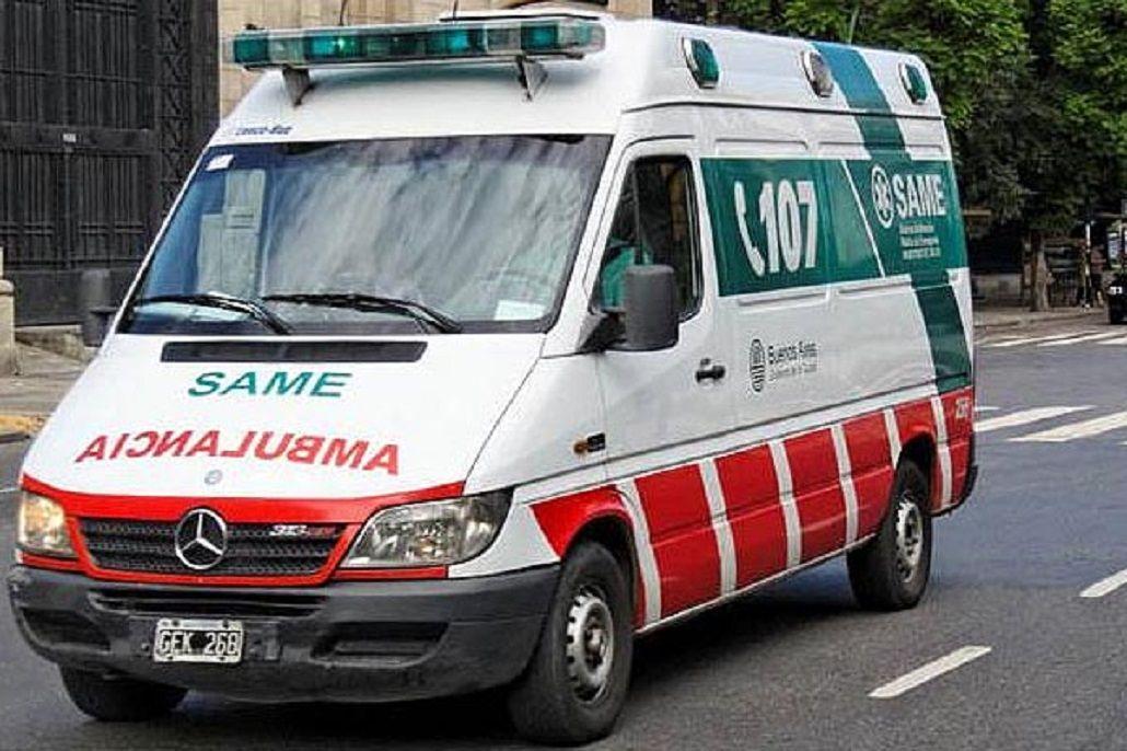 Un chico de 13 años cayó al vacío y golpeó a una mujer y a su hijo